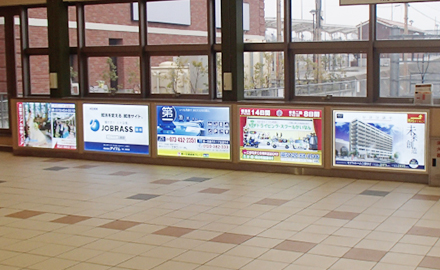 南海和歌山大学前駅改札前広告イメージ